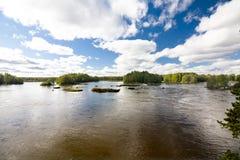 Спокойное и красивое река Kymijoki в Финляндии Стоковое Изображение RF