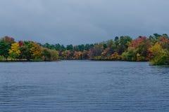 Спокойное озеро в осени Стоковое Изображение