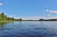 Спокойное озеро в северной Швеции стоковые изображения