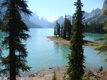 Спокойное озеро в скалистых горах Стоковая Фотография