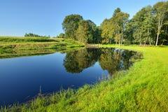 Спокойное озеро сельской местности стоковое изображение rf