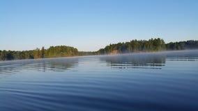 Спокойное утро озера Стоковые Изображения