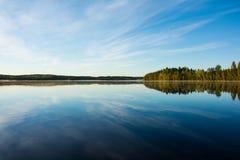 Спокойное утро осени озера Стоковые Изображения