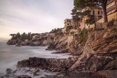 Спокойные воды в деревне около Генуи, Италии стоковое изображение