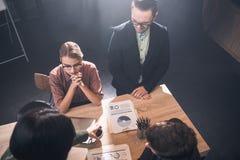 Спокойные коллеги говоря на таблице Стоковые Фотографии RF