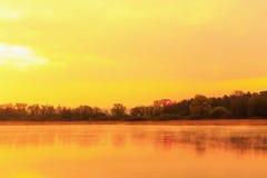 Спокойный восход солнца на озере Стоковое фото RF