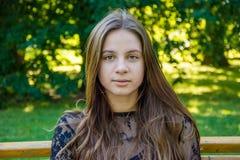 Спокойный девочка-подросток в парке Стоковая Фотография RF