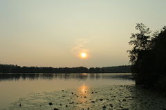 Спокойный заход солнца на озере Стоковое фото RF