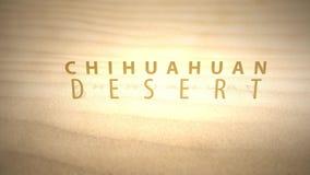 Сползать через теплые оживленные дюны пустыни с текстом - пустыней Chihuahuan акции видеоматериалы