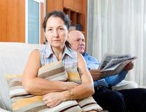 спорить беременные женщины семьянина конфликта Стоковая Фотография