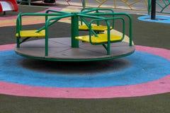Спортивная площадка детей во дворе стоковая фотография