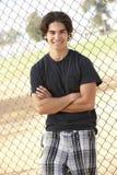 спортивная площадка мальчика стоя подростков Стоковое фото RF