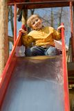 спортивная площадка мальчика счастливая стоковое изображение rf