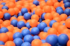 спортивная площадка пластмассы малышей шариков Стоковые Изображения