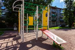 Спортивная площадка ` s детей в городе Стоковая Фотография RF