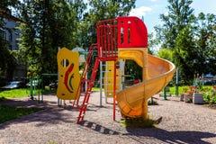 Спортивная площадка ` s детей в городе Стоковые Изображения