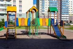 Спортивная площадка ` s детей в городе Стоковые Фотографии RF