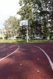 Спортивная площадка ` s детей, корзина баскетбола Стоковая Фотография RF