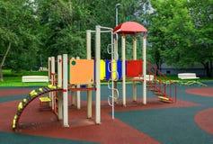 Спортивная площадка детей в дворе Стоковое Изображение