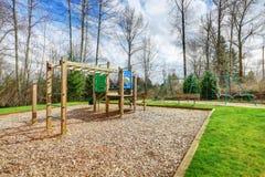 Спортивная площадка детей на задворк жилого района Стоковое Изображение RF