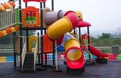 Спортивная площадка детей с пластичным скольжением Стоковые Фотографии RF