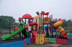Спортивная площадка детей с пластичным скольжением Стоковые Изображения