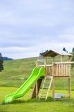 спортивная площадка оборудования больших детей цветастая Стоковая Фотография
