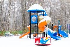 Спортивная площадка ` s детей покрытая с снегом Стоковое Изображение
