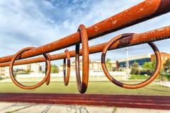 Спортивные кольца металла на неровных барах Стоковые Изображения RF