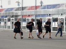 Спортивные команды приходят к олимпийскому парку РУССКИЙ 2014 ФОРМУЛЫ 1 Сочи Autodrom GRAND PRIX Стоковое фото RF