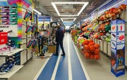 Спортивные товары хранят Sportmaster, Mogilev, Беларусь Стоковое фото RF