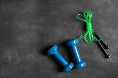 Спортивный инвентарь на черной предпосылке Стоковые Фото