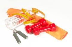 Спортивный инвентарь, сантиметр и бутылка с водой Стоковая Фотография