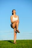 Спортсменка страдая тягостный ушиб колена Стоковые Изображения RF