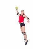 Спортсменка с гандболом пусковой площадки локтя бросая Стоковые Фотографии RF