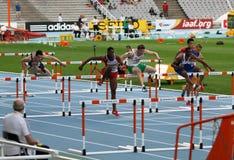 Спортсмены состязаются в 110 метрах окончательных Стоковые Фото