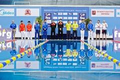 Спортсмены стоят близко к подиуму победы Стоковая Фотография RF