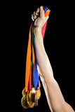 Спортсмен держа золотые медали после победы стоковое изображение rf