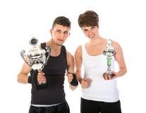 Спортсмен и женщина выигрывали трофей стоковое изображение