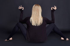 Спортсмен красивой молодой сексуальной белокурой женщины совершенный тонкий Стоковые Фотографии RF