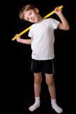 Спортсмен мальчика выполняет тренировки с гимнастической ручкой в спортзале Стоковое фото RF