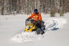 Спортсмен на снегоходе Стоковое Фото