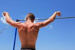 Спортсмен перед высокой планкой Стоковые Изображения