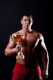 спортсмен показывая трофей Стоковое Изображение