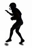 Спортсмен силуэта играя американский футбол Стоковые Фото
