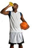 Спортсмен с питьем энергии стоковые изображения rf