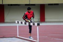 Спортсмен Streching стоковые фотографии rf