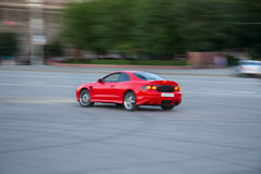 спорты автомобиля городские участвуя в гонке Стоковое фото RF