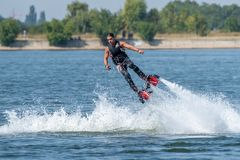 Спорт доски мухы весьма рискуют, спорт пляжа лета стоковые фото
