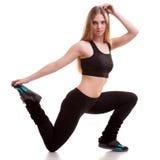 Спорт девушки практикуя над белой предпосылкой Стоковая Фотография